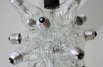 Deckenleuchte aus Glühbirnen