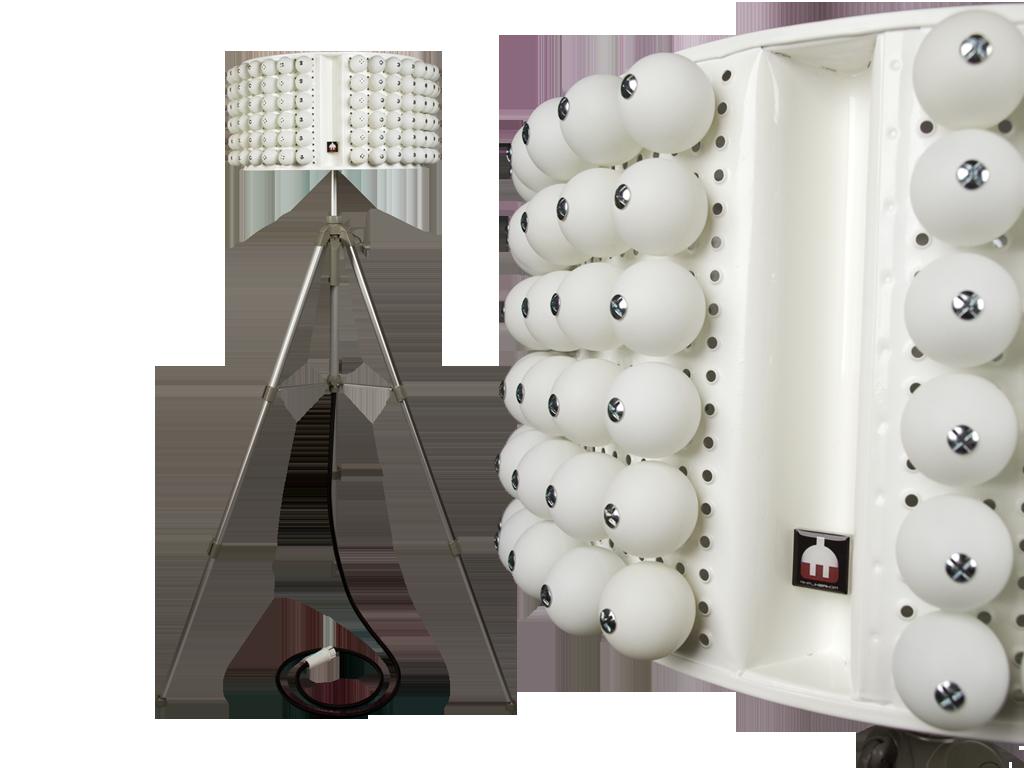 Lampe mit Tischtennisbällen
